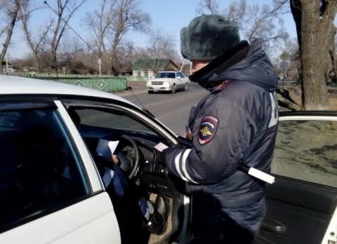 Вот что делать, если гаишник требует права у человека в незаведенном авто