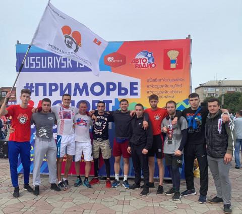 Приморские кикбоксеры поздравили Уссурийск с днем рождения