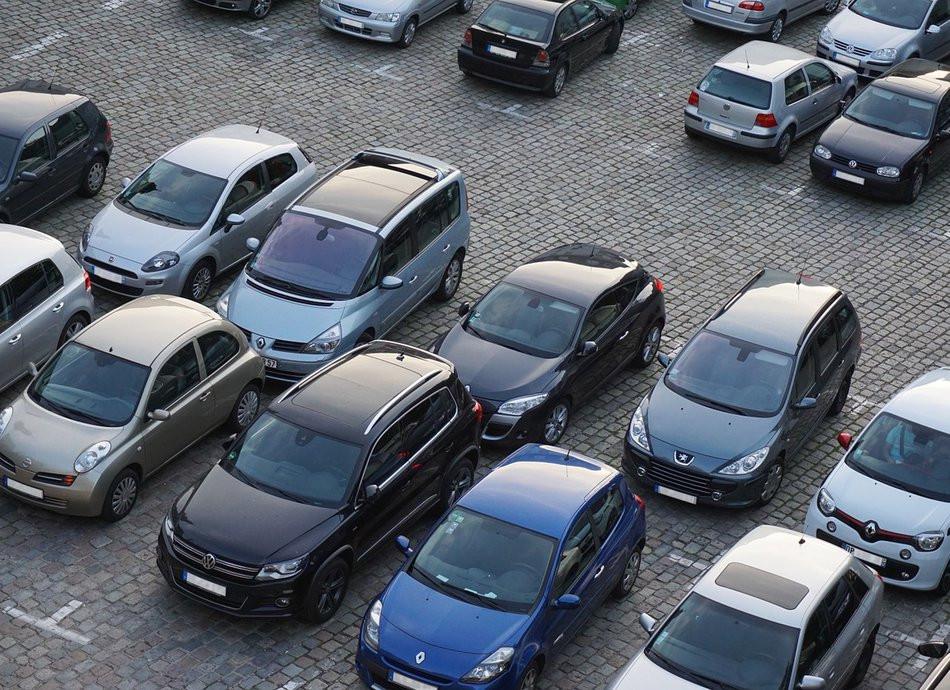 Нормы парковок: у дома на 300 квартир не должно быть всего 100 мест