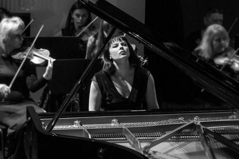 Одна из лучших пианистокмира выступила во Владивостоке: парад звёзд продолжится