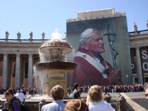 Папа Римский призвал помолиться о добрых роботах