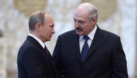 Лукашенко просит у Путина деньги и оружие