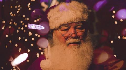 Что взрослые просят у Деда Мороза