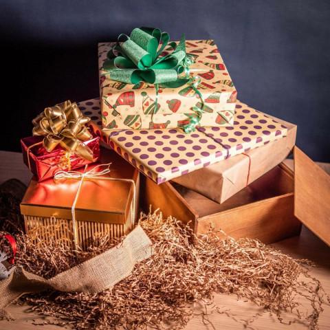 Какие подарки сделать близким на Новый год, если нет денег, рассказали психологи