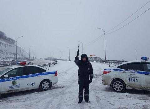 Большегрузы не пустят во Владивосток из-за снегопада