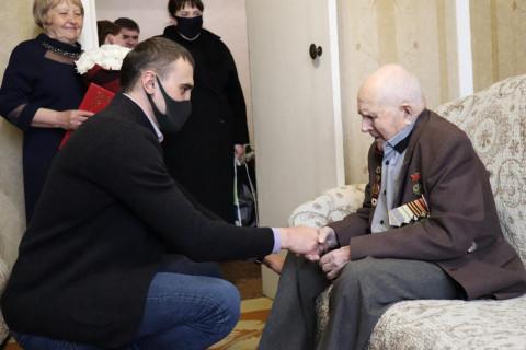 Чемпион мира поздравил ветерана ВОВ со столетним юбилеем