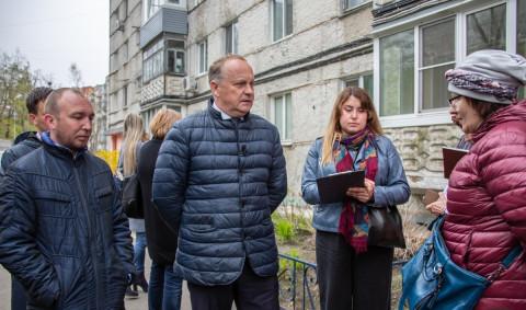 Работу двух управляющих компаний Владивостока проверил мэр города