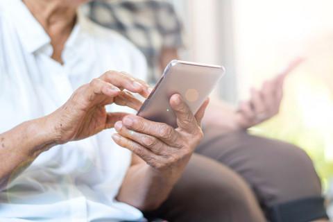 Пенсионеры получат постоянную скидку на связь от МегаФона