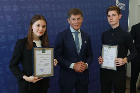 Олег Кожемяко напутствовал стобалльников по ЕГЭ