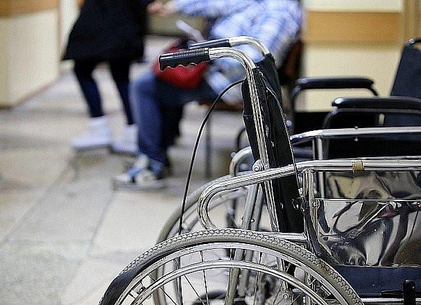 Почти тысячу поездок совершили на бесплатном такси приморские инвалиды