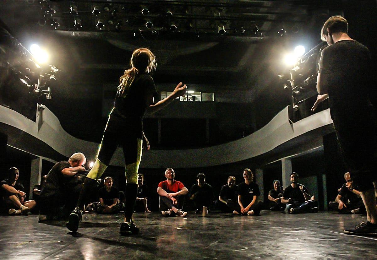 Импровизация и открытость новому: актёры Театра молодёжи учатся вновь