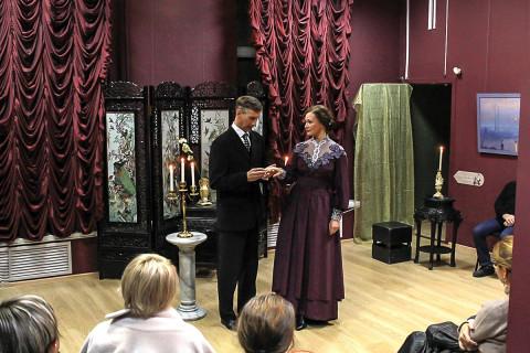 Шире сцены, средь картин: Театр «Дом Арсеньевых» вновь показал «Ожог от лепестка»