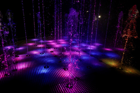 Губернатор Приморья открыл новый парк со светящимся фонтаном в Артеме