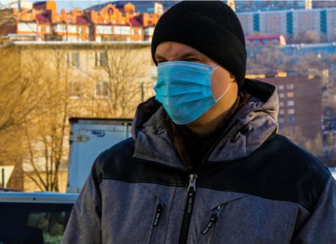 Условие отмены масочного режима озвучили в Роспотребнадзоре