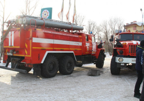 ЧП на Камчатке: Горящий грузовик ворвался в пожарную часть