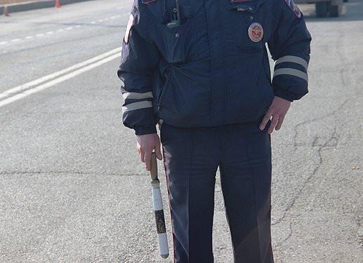 Приморца, сбившего инспектора ГИБДД, лишили прав