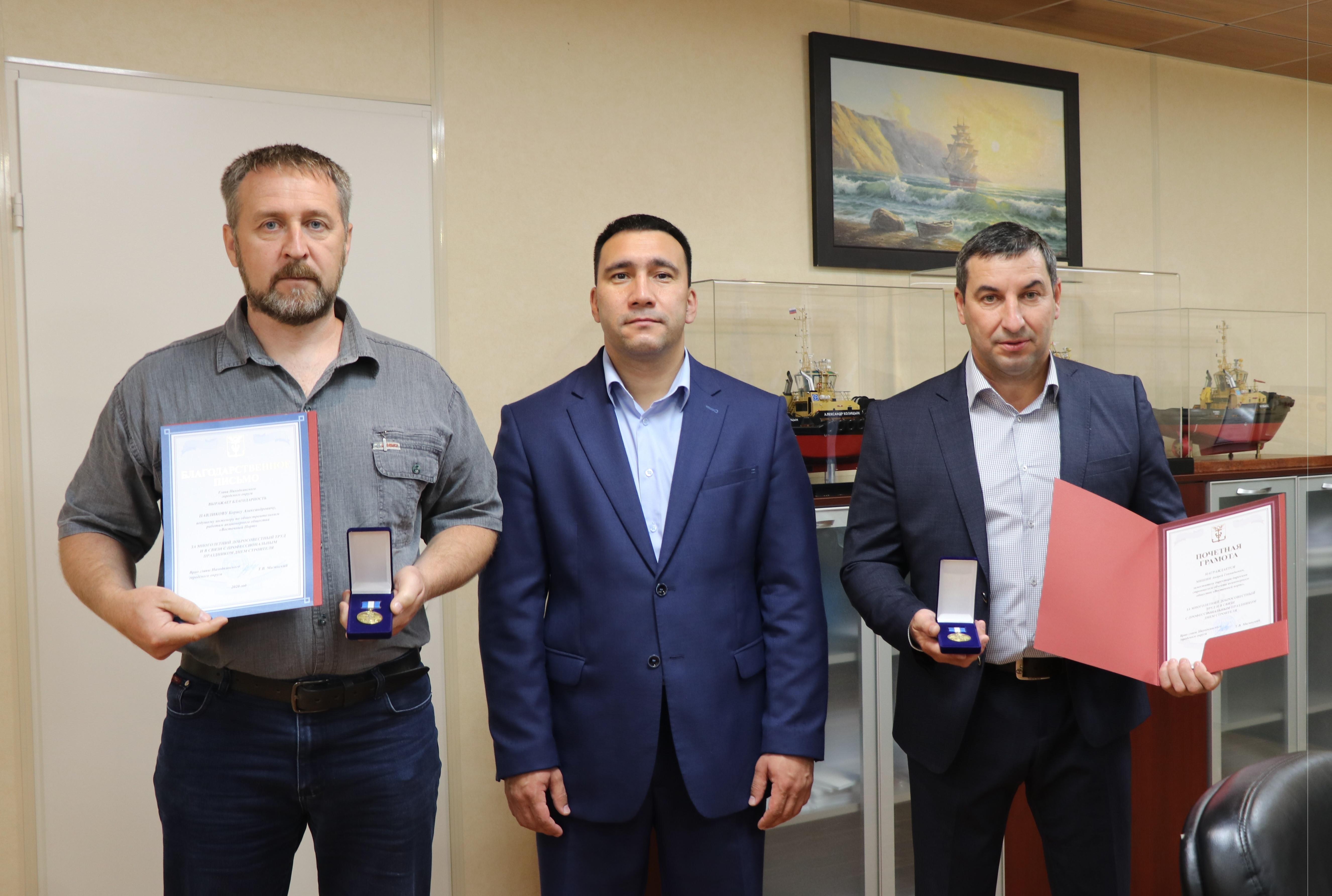 Власти Приморья и Находки наградили лучших строителей АО «Восточный Порт»