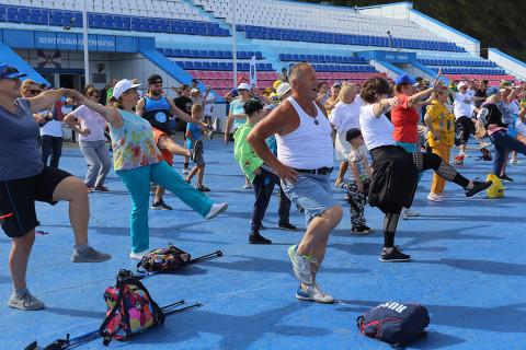 День физкультурника во Владивостоке начался с «Зарядки чемпионов»