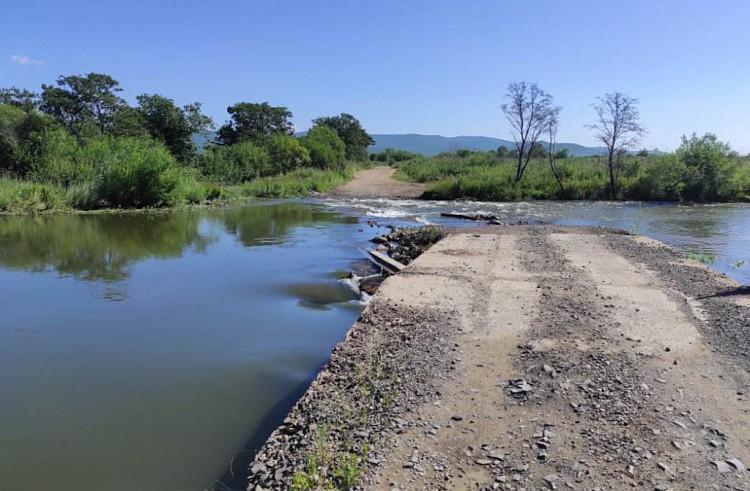 Тайфуноустойчивые дороги сказал построить губернатор в Приморье
