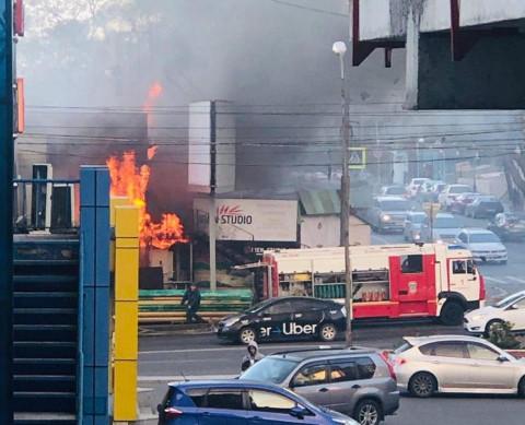 Во Владивостоке загорелась столовая