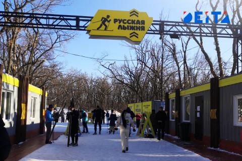 Лыжню готовят перед началом сезона во Владивостоке