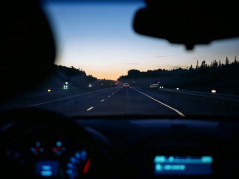 Пешеходам Приморья напоминают о правилах безопасности в тёмное время суток