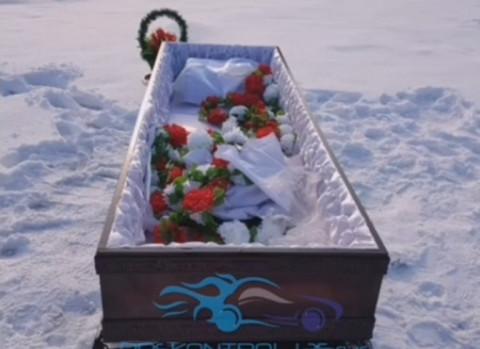Проблемы с могилами вскрылись в Приморье