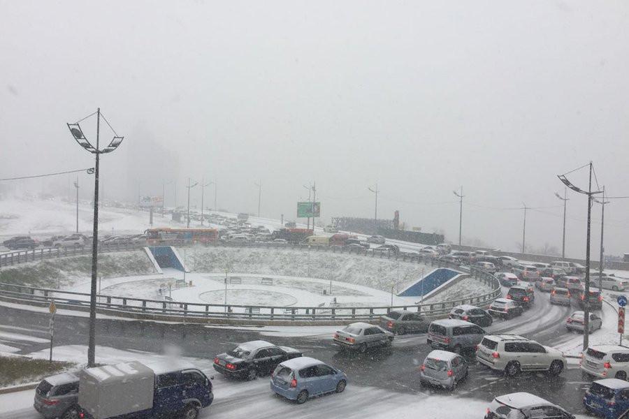 """""""Нужно больше снега"""": осадки только начались, а Владивосток уже парализован"""