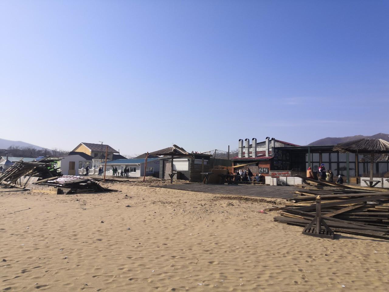 «Платить за лечение кто будет?»: Популярный пляж угрожает здоровью приморцев