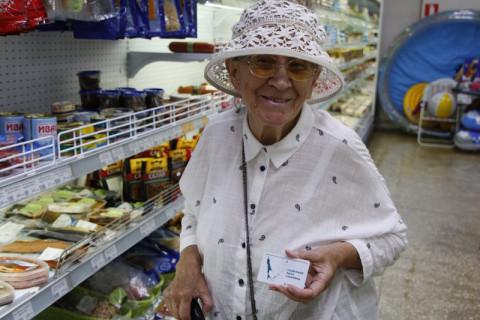 Россияне все чаще закупаются в магазинах для бедных