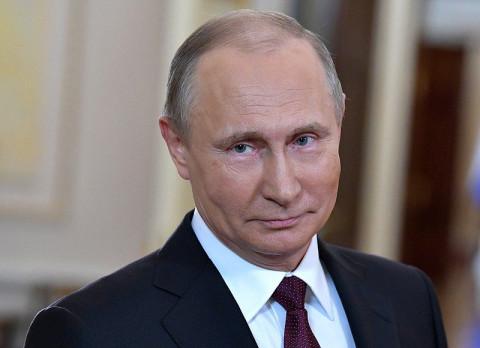 Путин наградил участвовавших в тушении Невской мануфактуры пожарных
