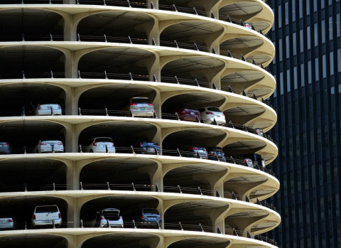 Бесплатные парковки взамен гаражей требуют россияне