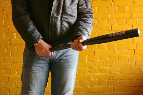 Девяностые возвращаются: бизнесмена избили на глазах у полицейского