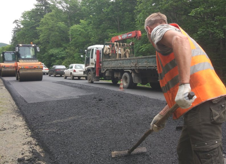 Ремонт проблемной дороги завершается во Владивостоке