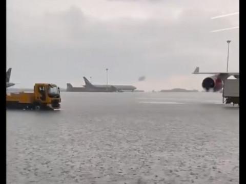 Самолеты скоро плавать начнут: в Москве затопило «Шереметьево»