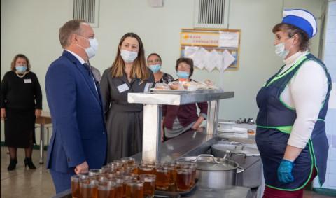 Школы Владивостока ожидает массовая проверка питания