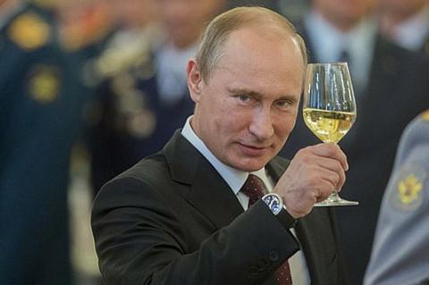 Путин приветствует патриотов