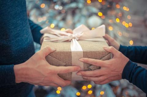Не дарить, не принимать: какие подарки таят в себе угрозу