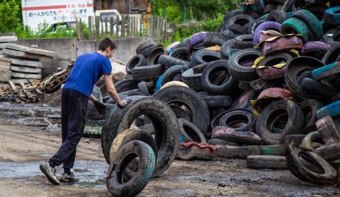Во Владивостоке продолжается работа по сбору шин и их переработке