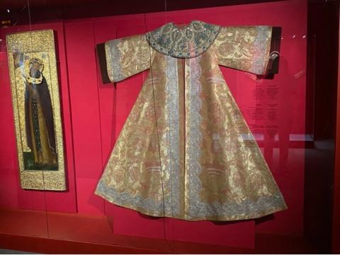 Во Владивостоке впервые выставлены средневековые царские регалии