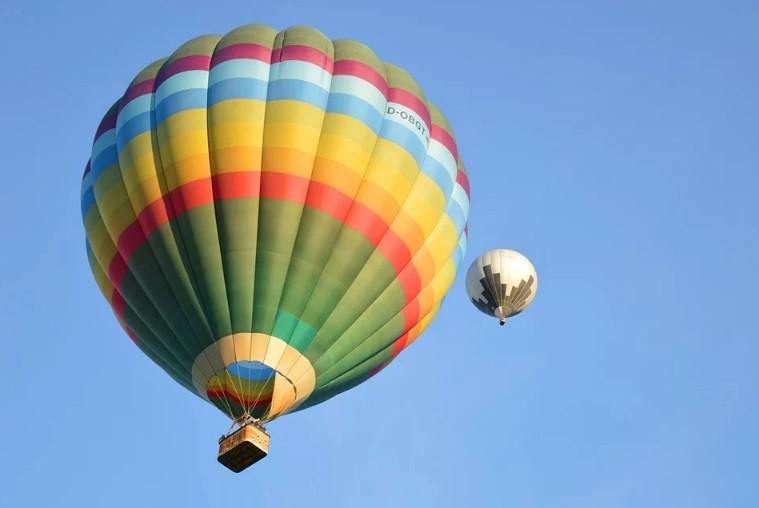 Огромный воздушный шар приземлился во двор жителей села в Якутии
