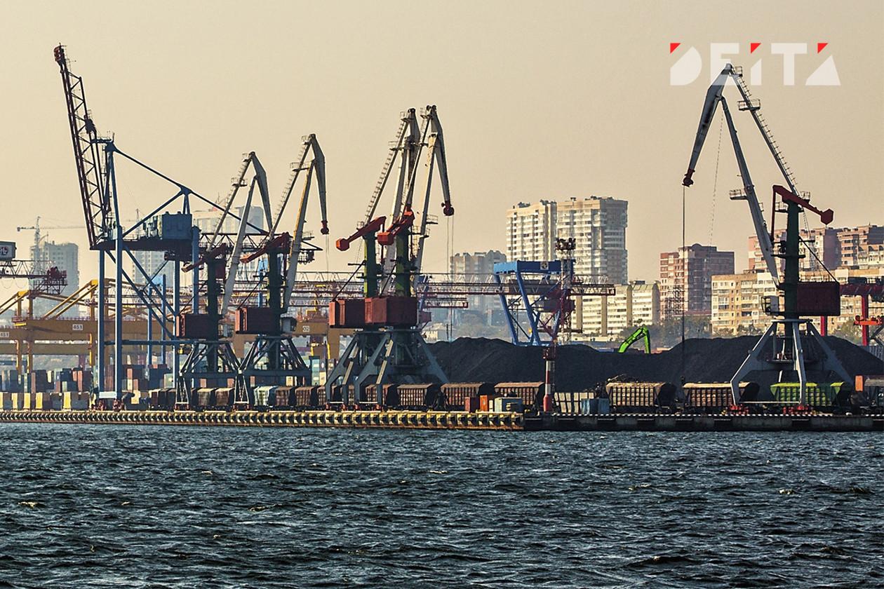 Докеры захватили кабинет директора в торговом порту Владивостока