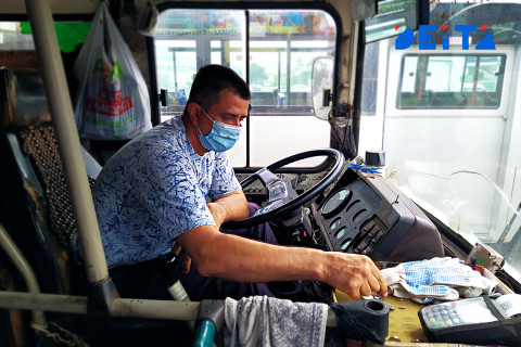 За таксистами и водителями автобусов установят слежку через браслеты