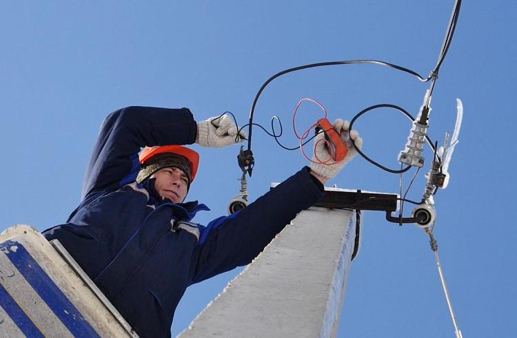 Приморских коммунальщиков наказали за перебои с электричеством