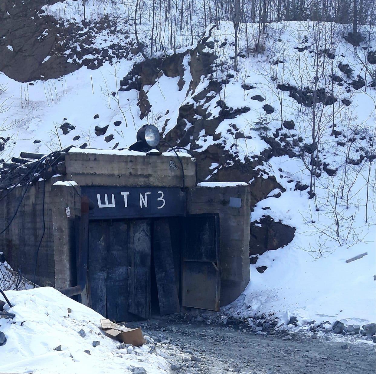 Горняков завалило породой в штольне в Дальнегорске