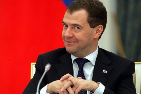 Медведев похвалил Путина за небывалый рост зарплат в стране