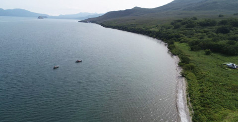 Тела пассажиров затонувшего вертолета начали поднимать на Камчатке