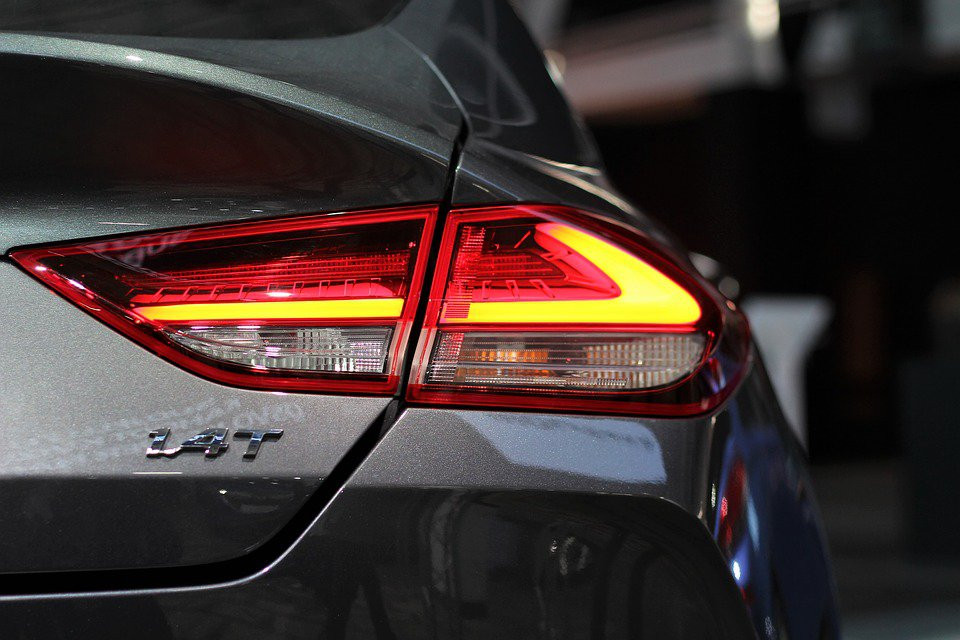 Дефицит машин в автосалонах предрекли до конца года