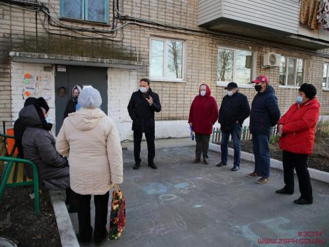 Александр Ролик провел рабочие встречи с жителями поселка Кневичи