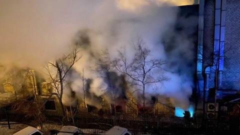 Крупный пожар произошел в столице Приморья